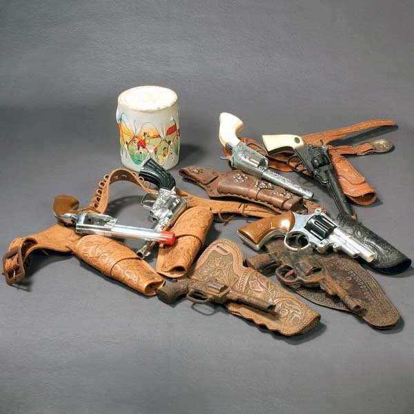 371: Vintage toy cowboy guns and holster sets, a toy in