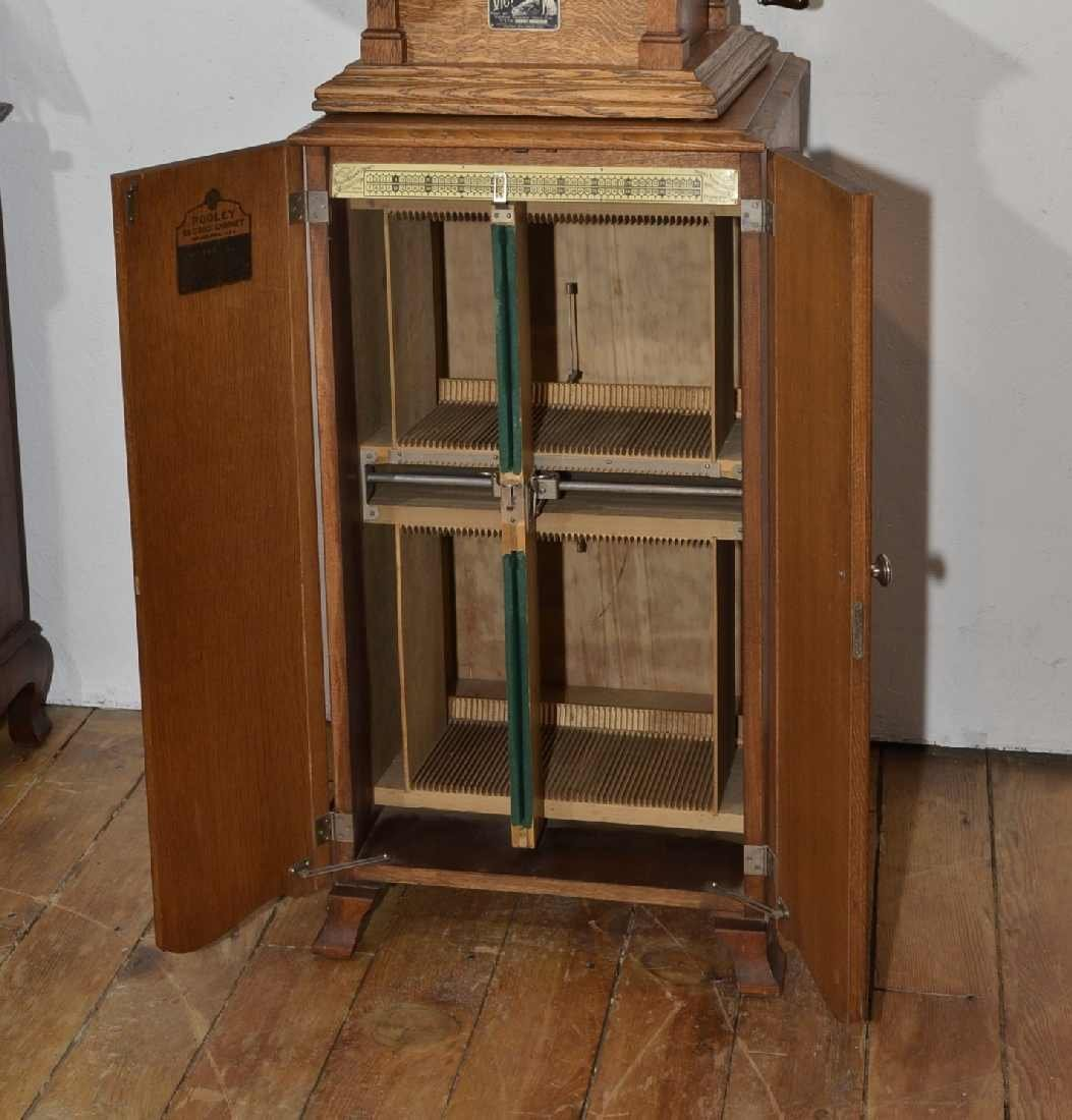167: POOLEY RECORD CABINET, QUARTERSAWN OAK, HOLDS 100