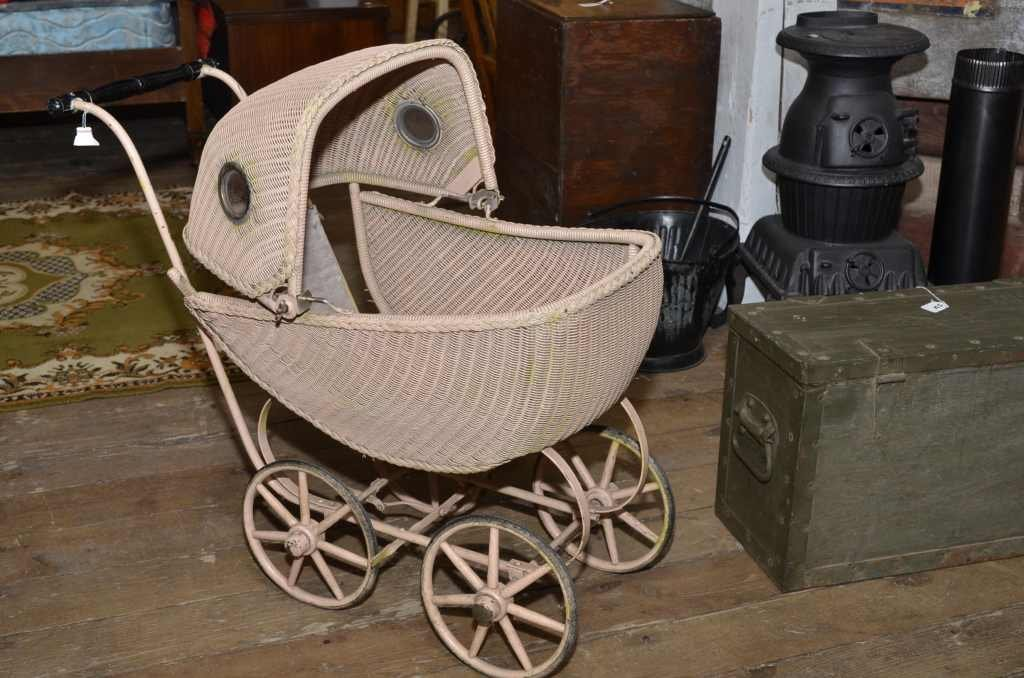 WICKERED BABY BUGGY W/ PORTHOLE WINDOWS