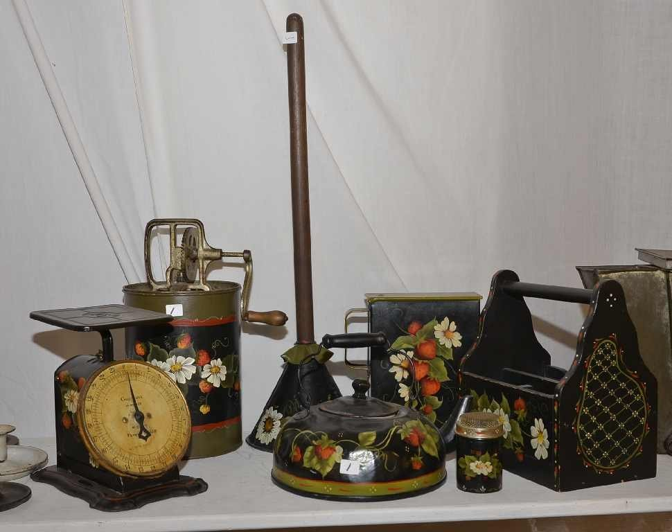 7 OLDER KITCHEN ITEMS INCLUDING: COLUMBIA FAMILY SCALE,