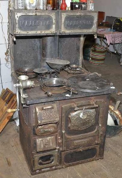 """""""THE GREAT MAJESTIC"""" WOOD STOVE # 638, W/ WARMING OVEN."""