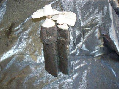 25A: Ladro o figurine of 2 nuns