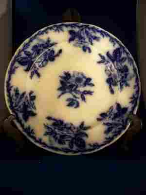 """""""English Rose"""" Flo Blue plate, No #105"""