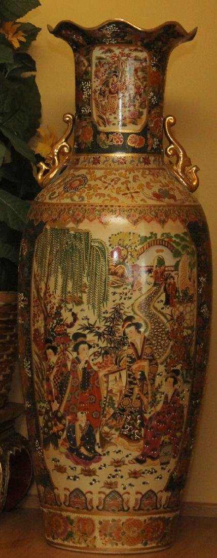 Large Chinese temple vase w/scene of garden