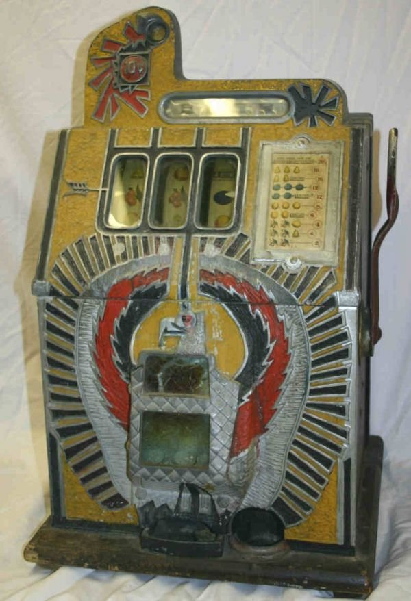 590: Mills 10 cent slot machine with Eagle front