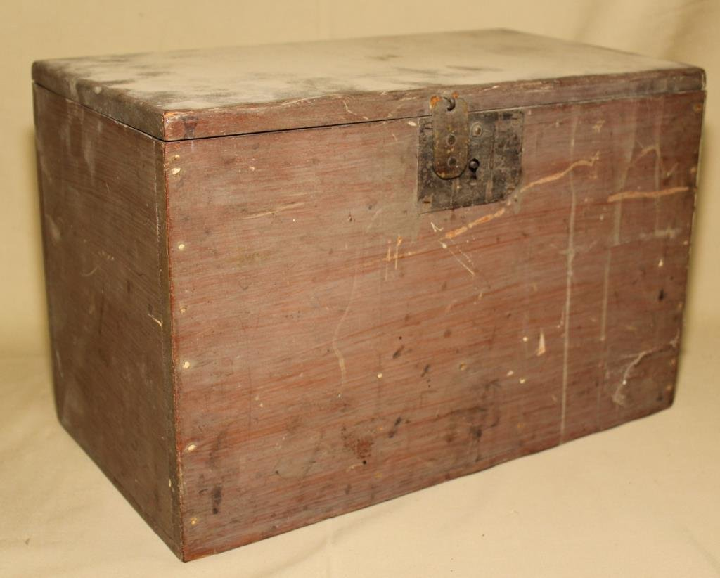 wooden chest with dzs old corks, lift out tray