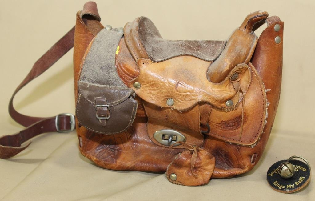 lady's leather saddle hand/shoulder bag