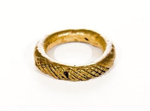 19: GOREY, Edward (1925-2000) Large Metal Ring