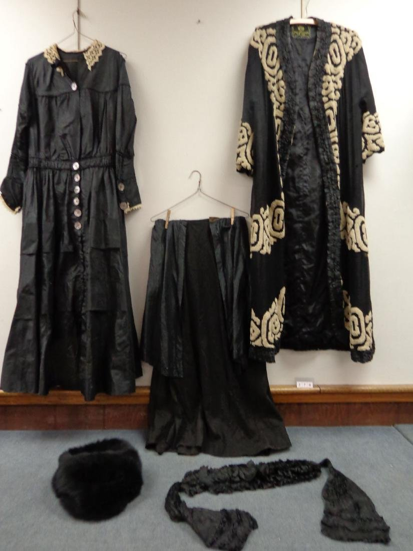 LOT OF LADIES BLACK VICTORIAN CLOTHING: