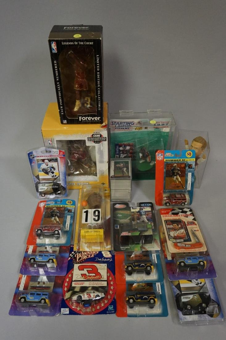 LOT: BOX WITH ASSORTED ITEMS: - 6