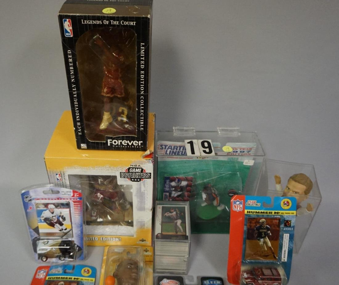 LOT: BOX WITH ASSORTED ITEMS: - 8