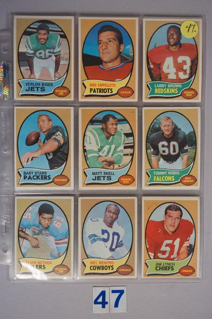(34) 1970 TOPPS FOOTBALL CARDS