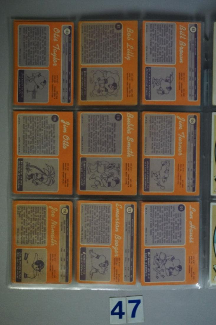 (34) 1970 TOPPS FOOTBALL CARDS - 4