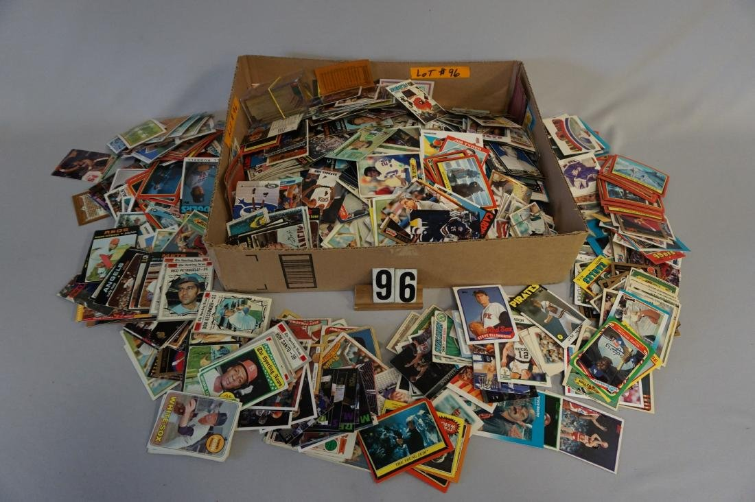 LARGE GRAB BOX OF SPORTS CARDS