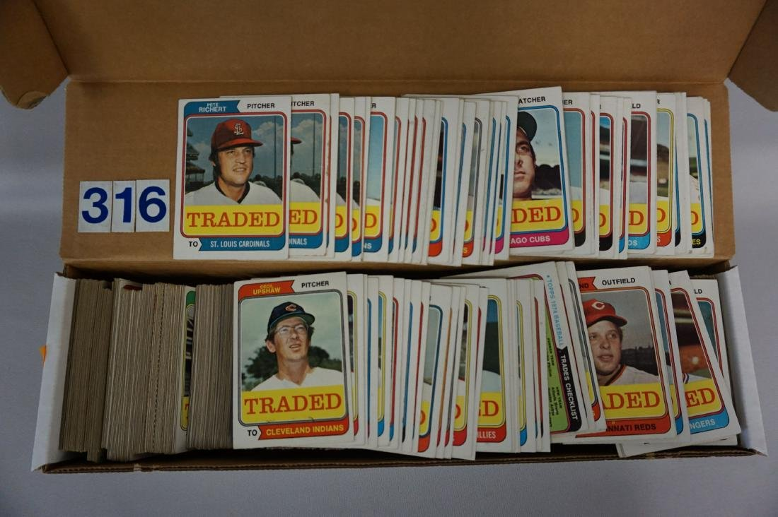 BOX WITH (APPROX. 700+) 1974 TOPPS BASEBALL - 3