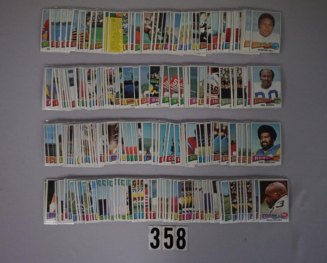(240) 1975 TOPPS FOOTBALL CARDS