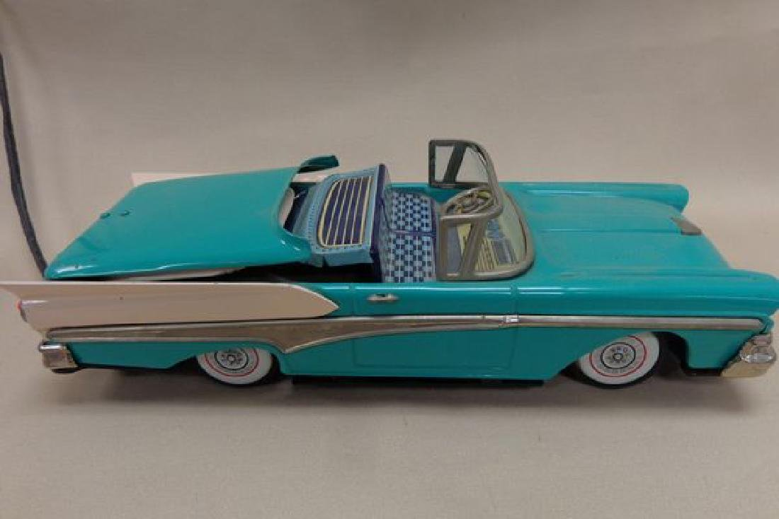 BATTERY OPERATED TIN 195 ? FORD THUNDERBIRD - 3