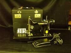 385: Singer Featherweight Sewing Machine (Black) W/Case