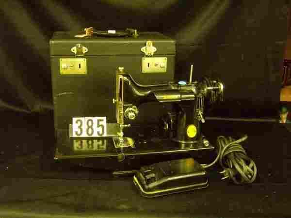 Singer Featherweight Sewing Machine (Black) W/Case