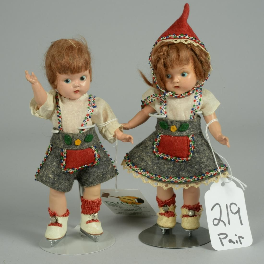 VOGUE GINNY BOY AND GIRL PAIR WITH ICE SKATES 8 IN