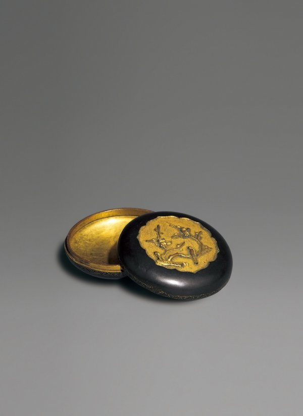 10: Gold-plated Bronze Seal Paste Box  Period:   Qiangl