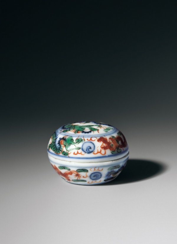 19: Round Box with Famille Verte Dragon Pattern and Wan