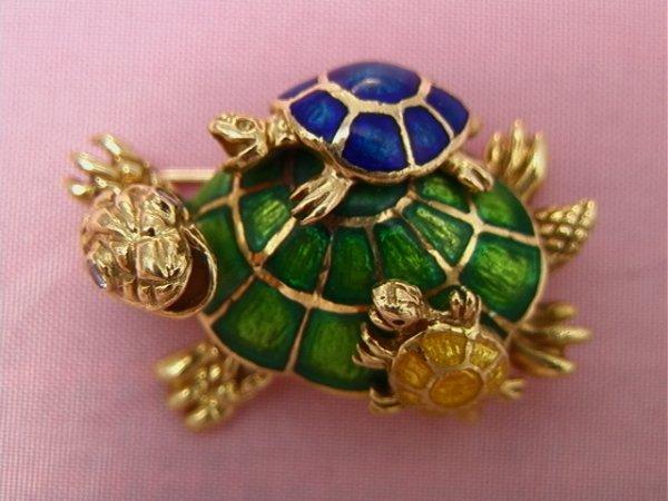 10: 18k yellow gold enamel turtle pin, diamonds18K yell
