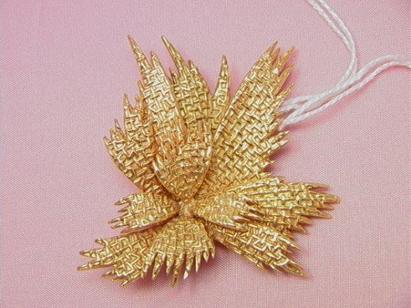 23: VAN CLEEF AND ARPELS 18K gold modernist pin/ fur cl