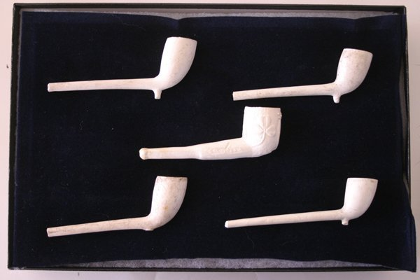 3A: Set of 5 clay stemmed Indian trade pipes