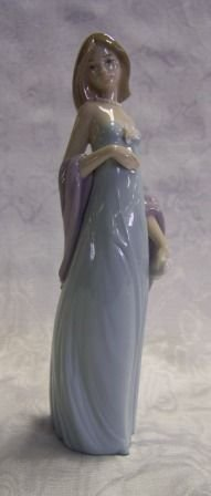 8A: Lladro Women Fig. W/ Box