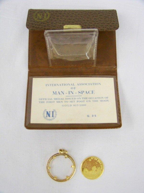 160: Vintage Apollo 11- 917/1000 Gold Coin - 2