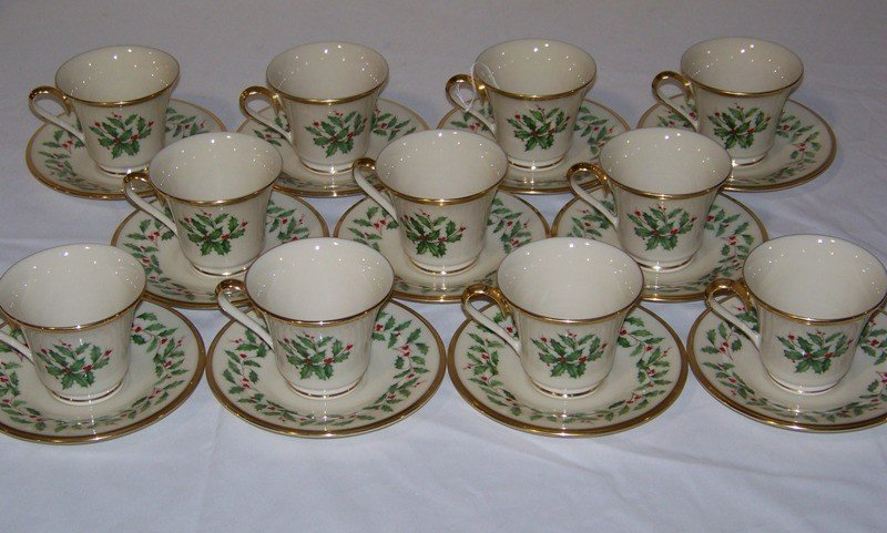 21: 22 Pcs of Lenox Holiday Pattern China