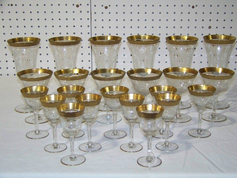 10A: 23 Etched Fostoria/Cambridge Gold Rim Crystal Glas