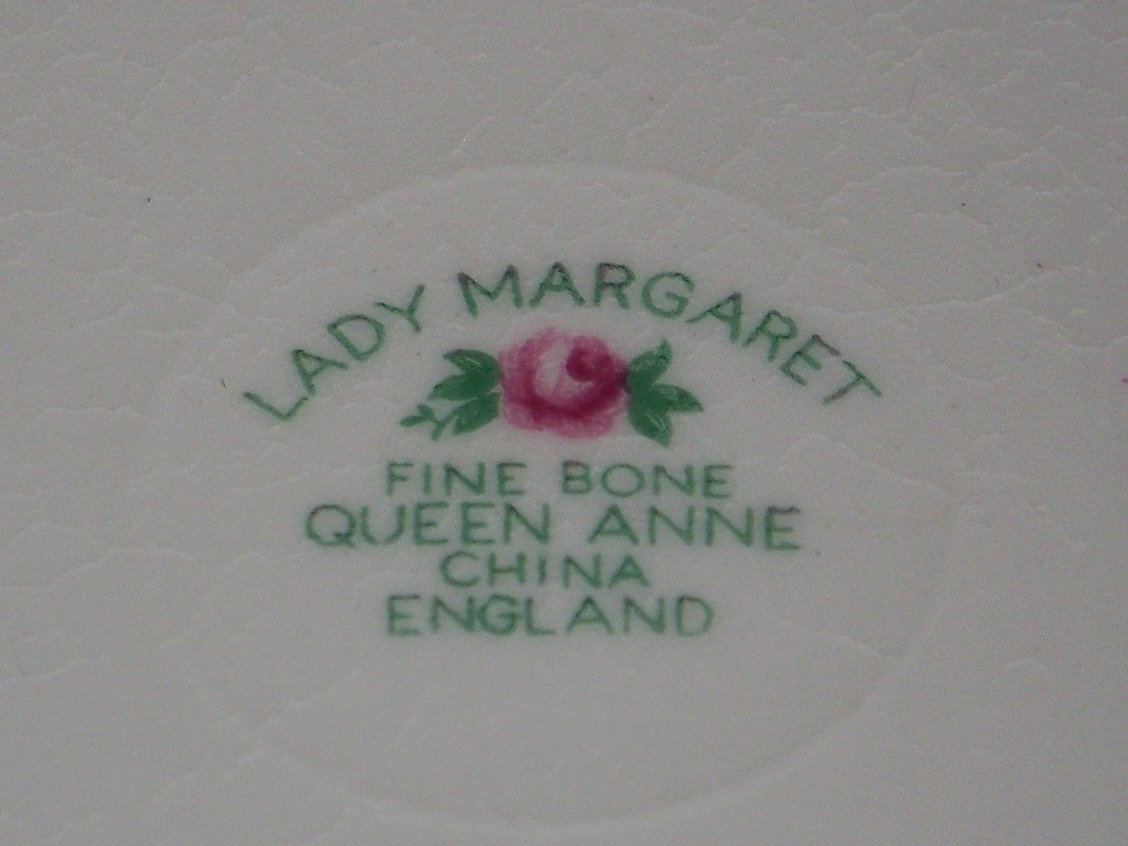 "8 Queen Anne English Bone China Plates ""Lady Margaret"" - 3"
