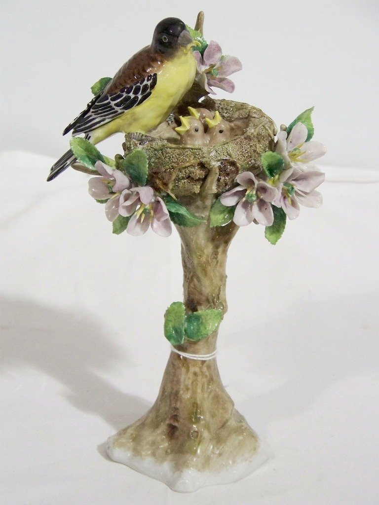 EARLY SITZENDORF PORCELAIN BIRD ON NEST w/BABIES