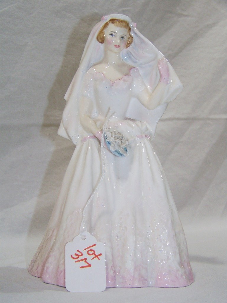 """ROYAL DOULTON ENGLAND """"THE BRIDE"""" HN2166"""