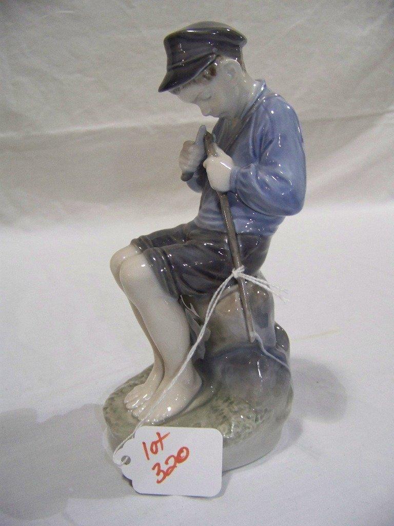 Royal Copenhagen Figurine 905 The Whittler