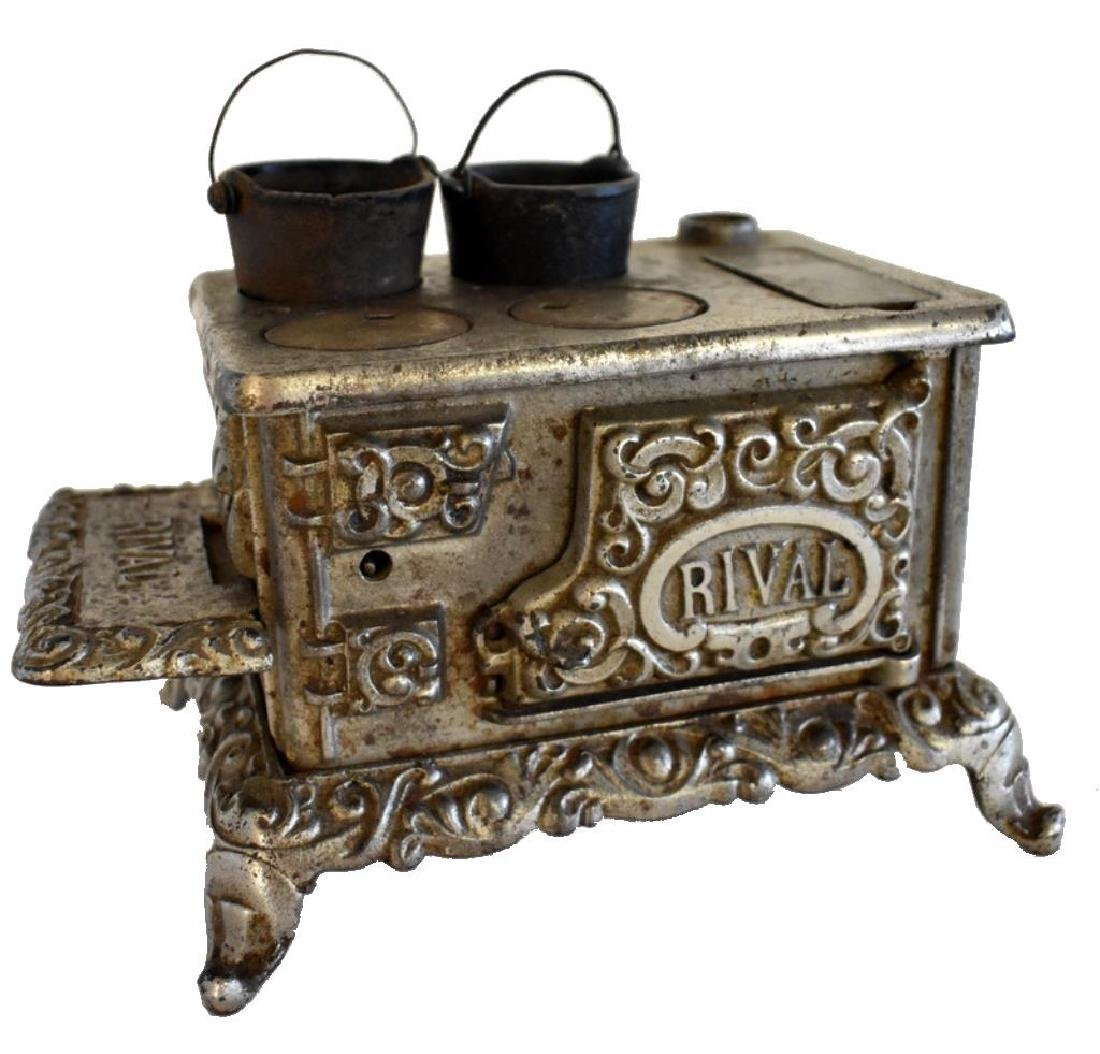 ANTIQUE RIVAL CAST IRON TOY COOK STOVE