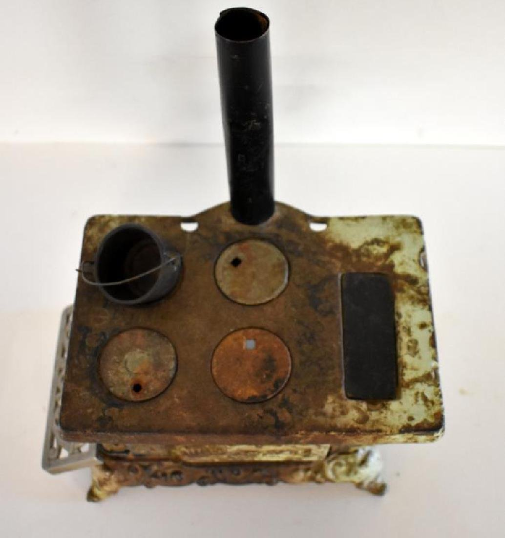 ANTIQUE ROYAL CAST IRON TOY COOK STOVE - 2