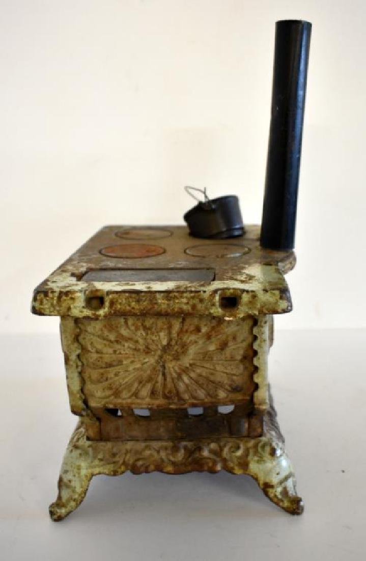 ANTIQUE ROYAL CAST IRON TOY COOK STOVE - 3