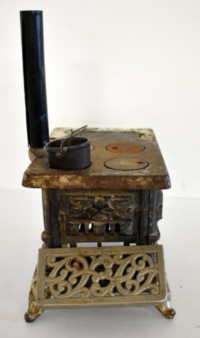 ANTIQUE ROYAL CAST IRON TOY COOK STOVE - 6