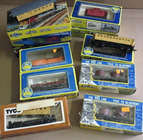 1109: Assorted HO Gauge AHM Train Cars