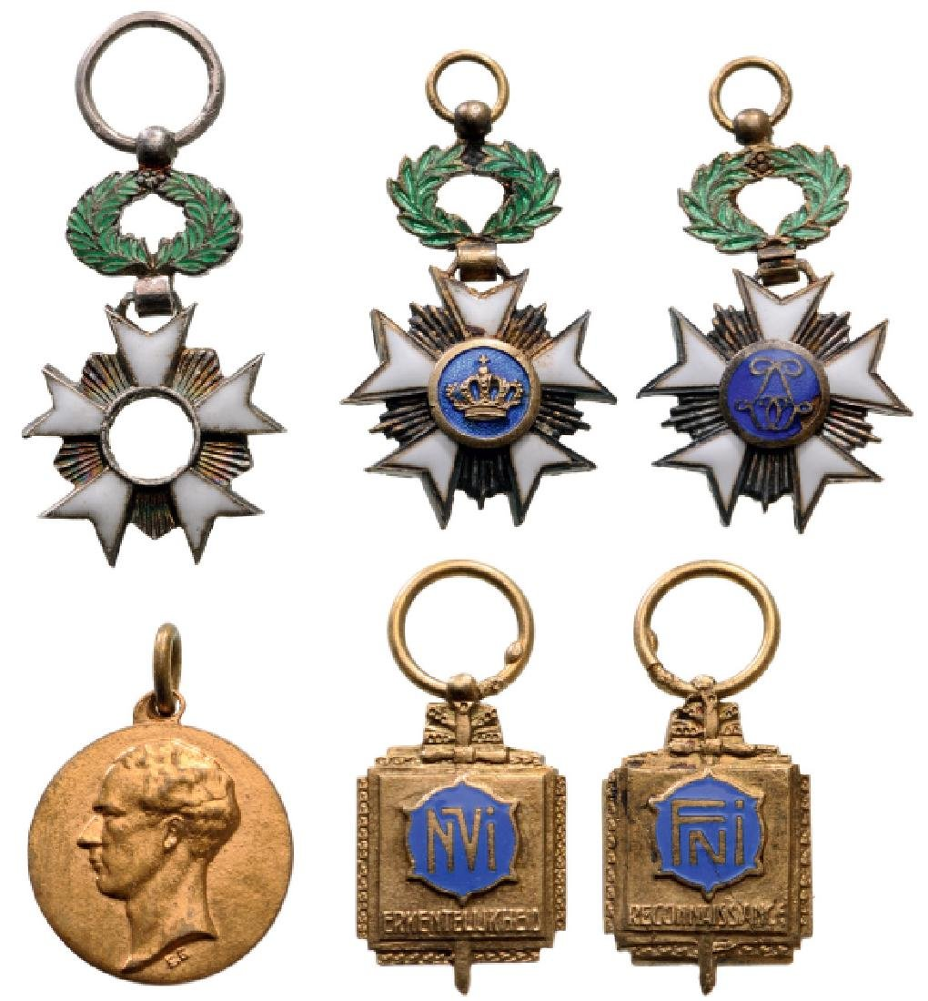 Lot of 4 Miniatures
