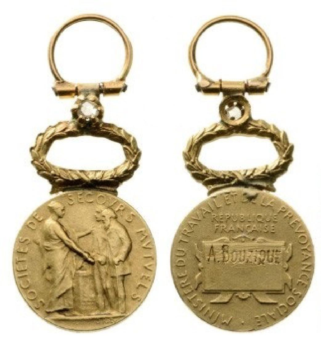 Medal of Honor for Mutual Aid, Gold Class with one