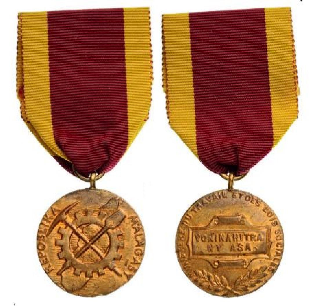 Lot of 2 Gold Medal of Honor for Labour, 1st Republic