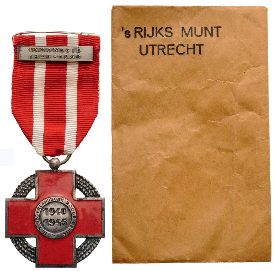 COMMEMORATIVE CROSS 1940-1945 OF THE NETHERLANDS RED