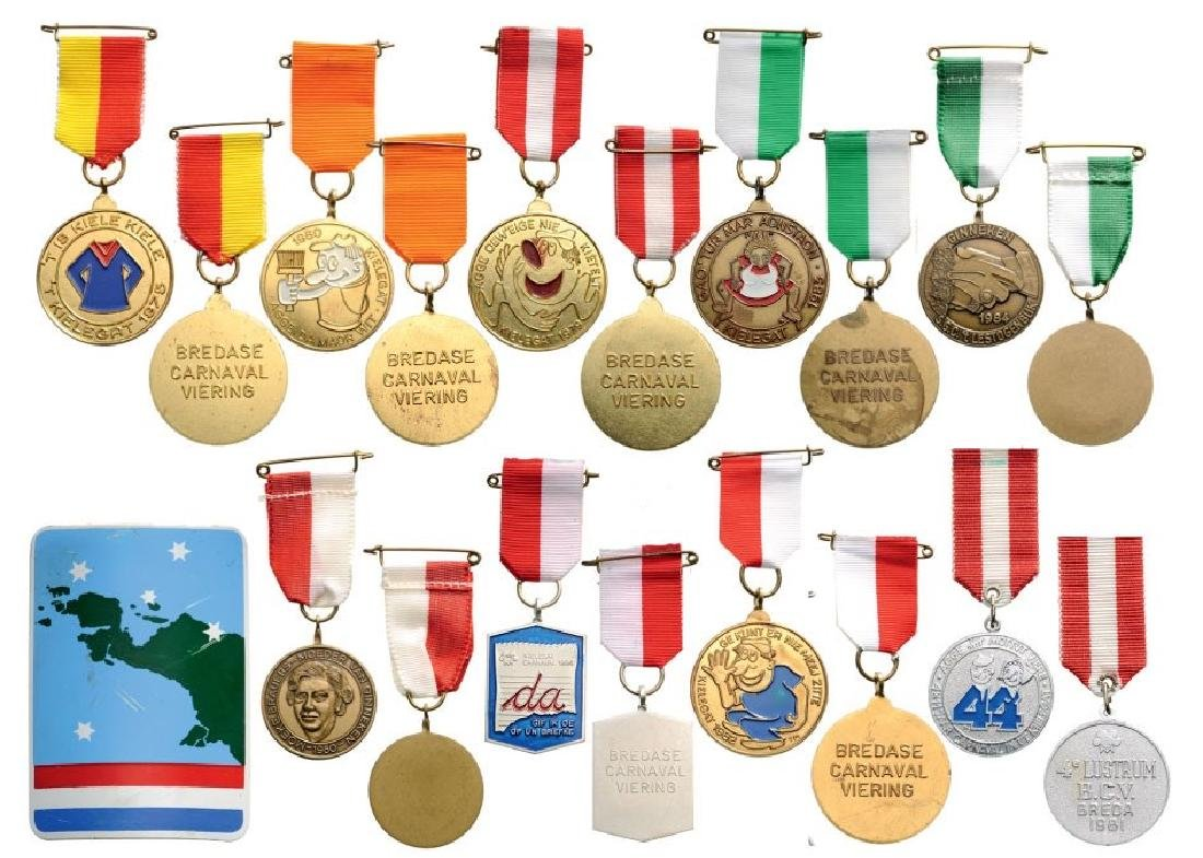 Group of 9 Medals and 1 Badge mostly related to