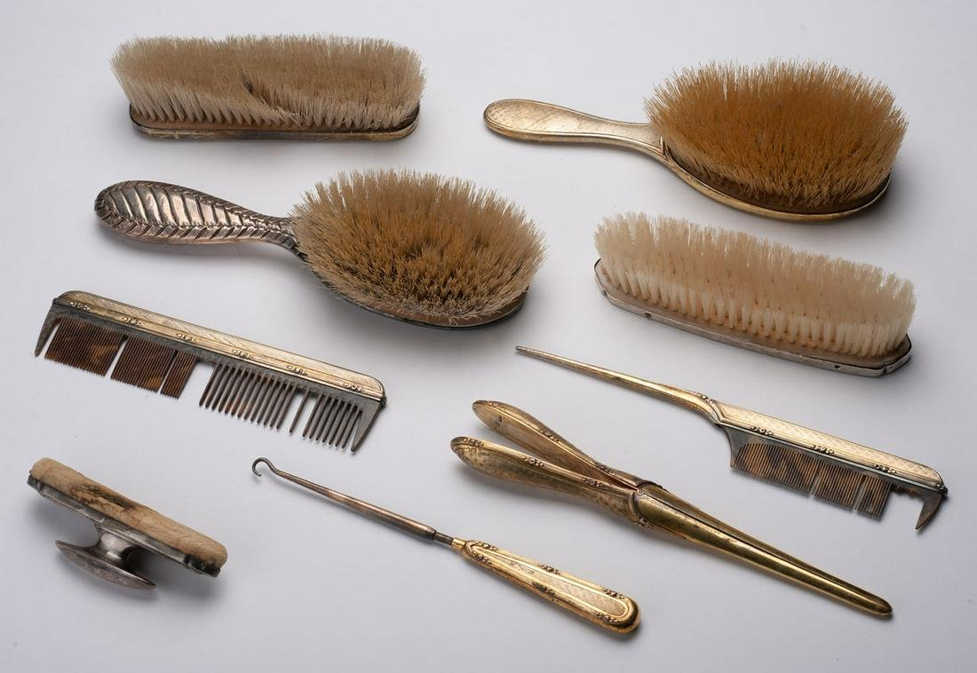 Set consisting of seven silver and other hairdressing