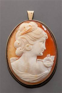 Shell cameo brooch in silver-gilt