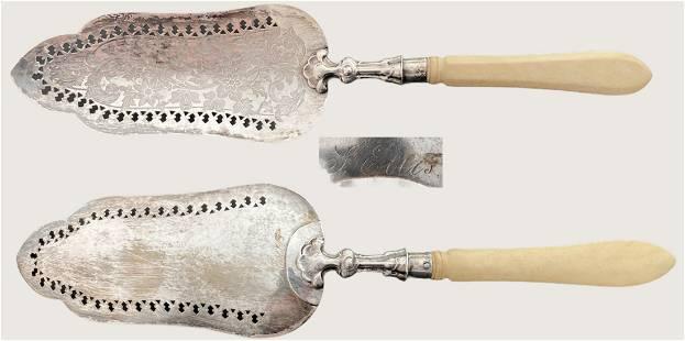 Fish service shovel in silver and Bakelite